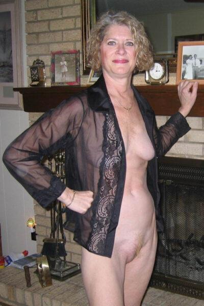 Eileen je suis en ligne sur ce site de cul c'est pour faire la rencontre de mecs qui veulent juste un plan cul d'un soir